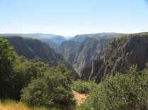Black Canyon - the Gunnison River runs at the bottom of the gorge, 2000 ft down - Pulpit Rock Overlook