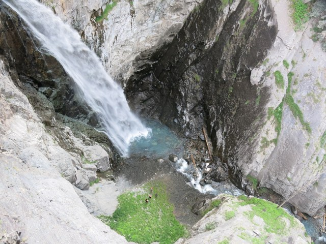Bear Creek Falls, hitting the splash basin at the base...