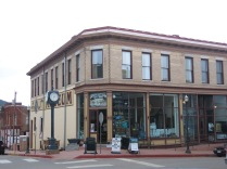 Victor Lowell Thomas Museum (corner of 3rd and Victor Ave), an original 1899 building that was once a hardware store, hotel and furniture store. The building was under disrepair since a fire in 1952, and re-opened in 1958 as a museum. The building currently houses two floor of artifacts, books, exhibits and photographs depicting the life in Victor from its beginnings to the heyday of gold mining. The museum also displays memorabilia once owned by journalist, author and world traveler, Lowell Thomas.